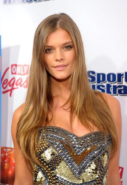 Nina Agdal Layered Cut - Nina Agdal looked simply fab with this long layered 'do at the SI Swimsuit launch party.