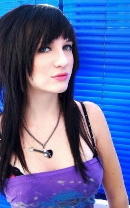 Эмо-девушки с татуировками и пирсингом