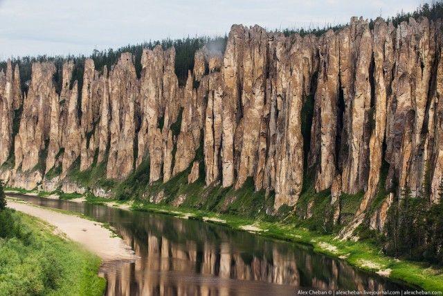 Якутия - Синяя река!Ле́нские столбы́ — геологическое образование и одноимённый природный парк в России, на берегу реки Лены. Находится в Хангаласском улусе Якутии в 104 км от города Покровска.С одной стороны Лены тайга, с другой — каменные изваяния, тянущиеся вдоль реки на четыре десятка километров. Руины замка, кирпичные стены, клыки дракона, окаменевшие великаны — каждый представляет себе что-то свое.