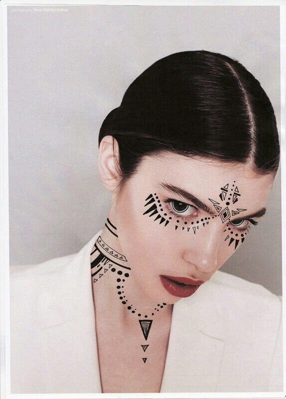{Very Interesting Black Tribal Makeup, + Red Lips + Very Unique Contact Lenses In Her Eyes···············}