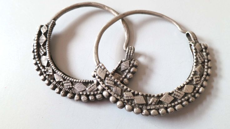 Antique vintage tribal ethnic silver earrings from Oman Middle East, 67 grams. door tribalgallery op Etsy