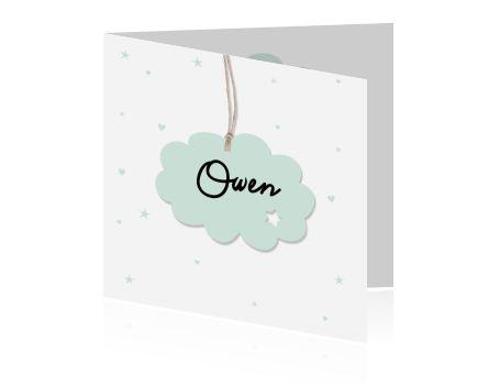 Trendy en lief kaartje voor een pasgeboren jongetje met sterretjes, hartjes en de naam op een wolkje.