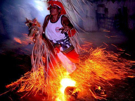 Tari Sanghyang Tarian Upacara Sakral Masyarakat Bali: