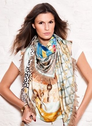 Mucho Gusto: Scarves made from the finest pure silk, hand-made jewellery and clothing made from beautiful materials and fabrics gathered on our travels to exotic corners of the globe. These are all put together by a small team of skilled craftsmen and designers in our workshop in Southern Limburg. All to ensure that you can wear Mucho Gusto every day.