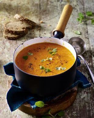 Das Rezept für Gemüsesuppe aus gerösteter Paprika und weitere kostenlose Rezepte auf LECKER.de