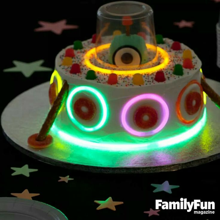 UFO alien glow stick cake