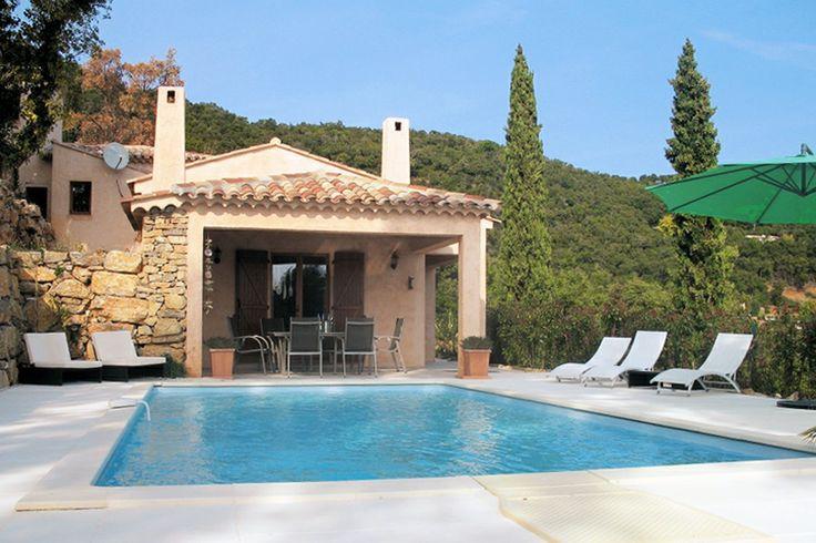 Meerblick auf Cap Lardier in La Croix Valmer: Unsere neu erbaute Luxus-Ferienwohnung befindet sich ruhig gelegen auf der Halbinsel St. Tropez in La Croix Valmer mit schönem Meerblick auf Cap Lardier.