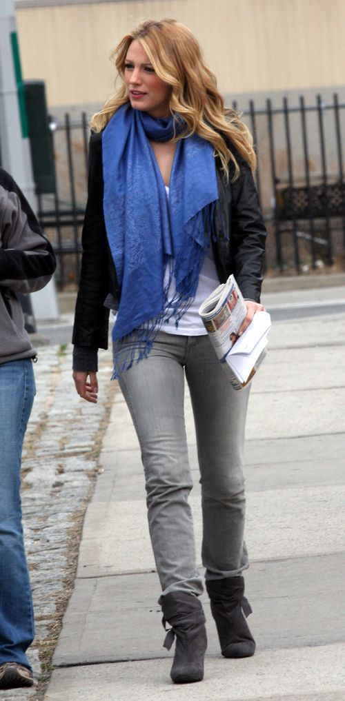 blake lively outfits | Blake Lively looks fantastic with her blue scarves! She is rockin one ...