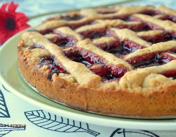 Линцский пирог получил своё название в честь австрийского города Линц и является одним из самых распространённых австрийским пирогом в мире. В его основе рассыпчатое песочное тесто с миндалем и п...