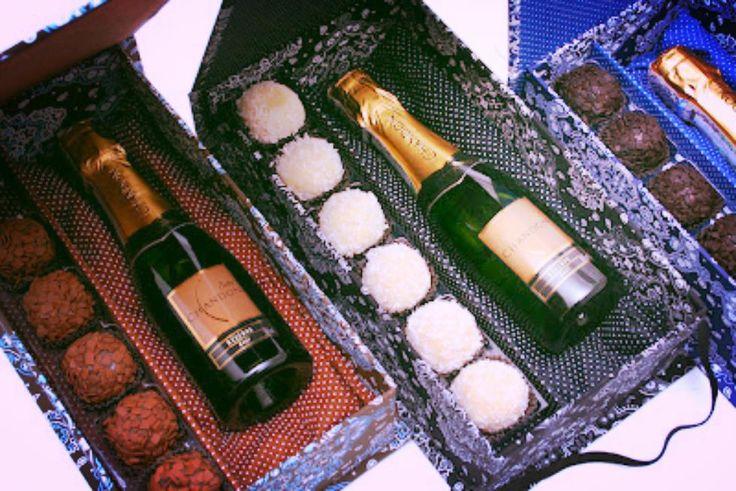 Cesta composta por trufas artesanais lindas taças e uma champagne presente ideal para alguém especial