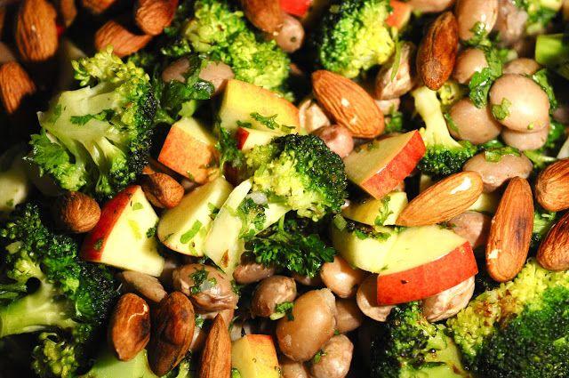 Sundhedssalat - Bønnesalat med broccoli, æble og mandler