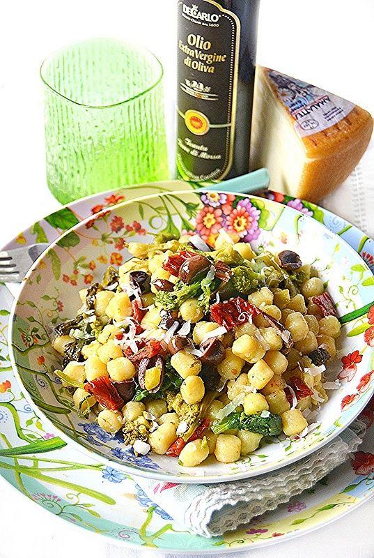 Gnocchetti di kamut con cime di rapa, olive e pomodori secchi