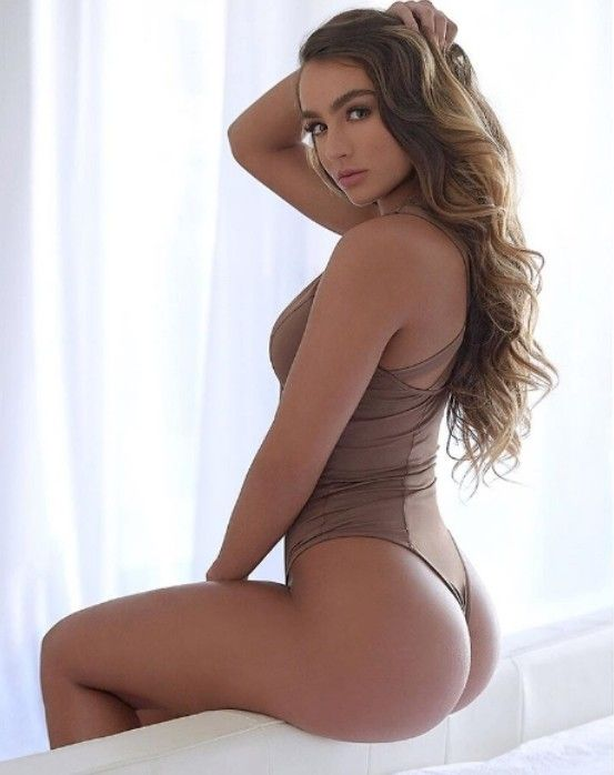 Fine nude girl ass