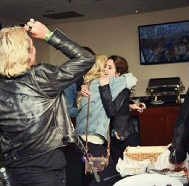 Laura Marano hugging Rydel Lynch and Ross Lynch after reuniting with them