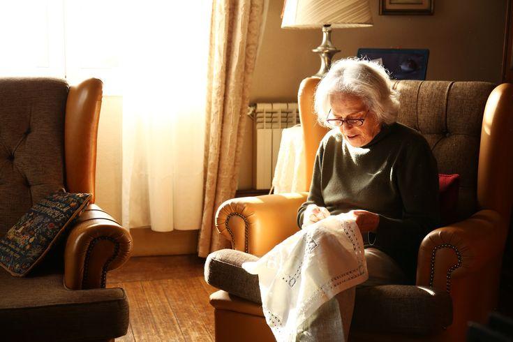 Dizem que a mulher minhota tem a alma vestida de mangas arregaçadas. Conceição Pinheiro tem esse espírito e muito mais – o sentido de missão moveu-a durante ...