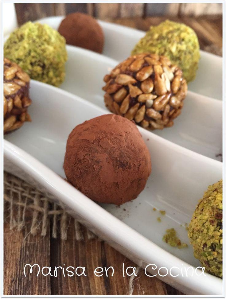 Marisa en la Cocina: Trufas de Mantequilla de Cacahuete con Coberturas de Cacao, Pipas Caramelizadas y Polvo de Pistachos