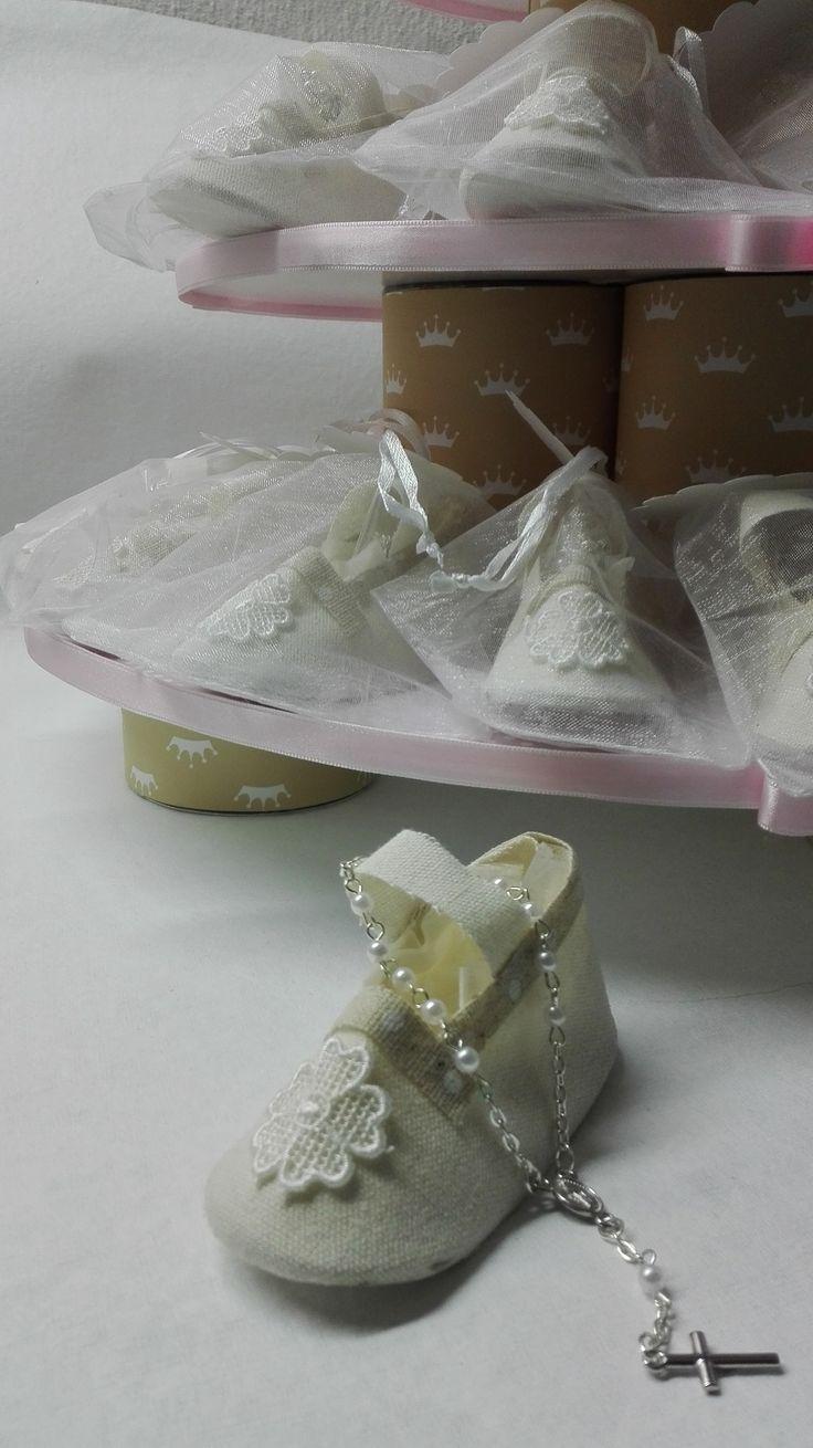 Brinde sapatinho com dezena e base de 3 andares decorativa Custom gift