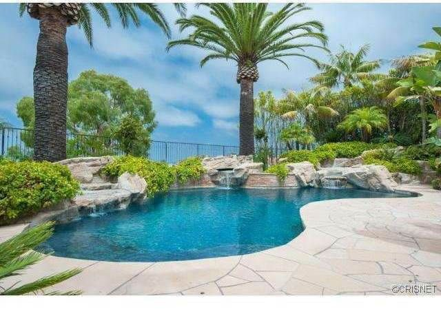 Courtesy of Zillow Kobe Bryant house The mansion's amenities include an 850-square-foot gym, hair salon and an in-home theater with its own lobby and wet bar. The yard features an extra-deep, custom-built pool and spa, fire pit and outdoor kitchen in a yard with ocean and city views.