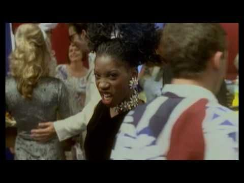 ▶ M People - Moving On Up - YouTube