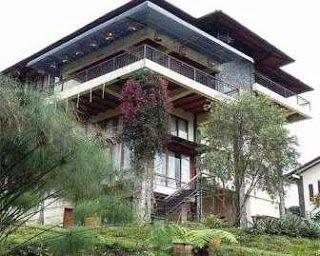 VILLA KITA TIPE MENGINAP KONSEP BARAK DI LEMBANG - Sewa Villa Lembang Villa Istana Bunga Bandung