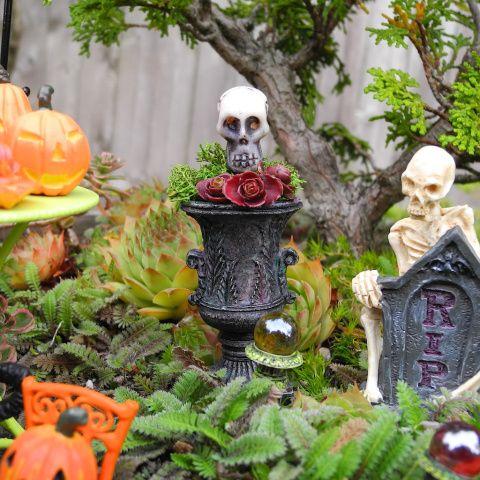 decorating fun in the miniature halloween garden - Miniature Halloween Decorations