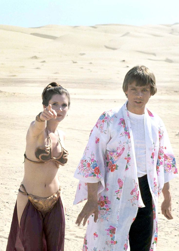 """hollywoodlady: """"Carrie Fisher and Mark Hamill on the set of Star Wars: Episode VI Return of the Jedi, 1983 """""""