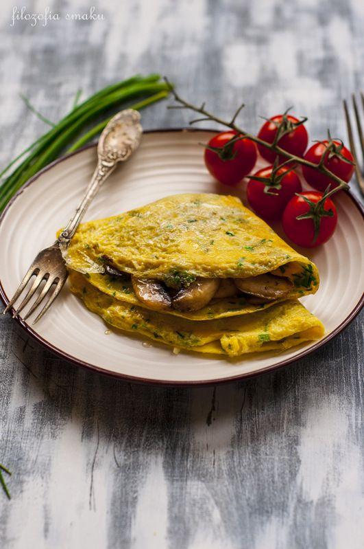 Omlet ze szczypiorkiem i pieczarkami