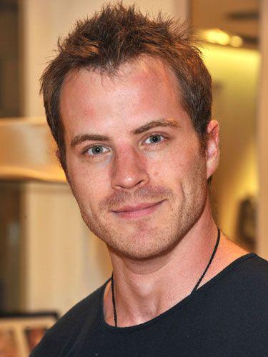Celebrity pictures :: Red hot celebrity men - Cosmopolitan Robert Kazinsky