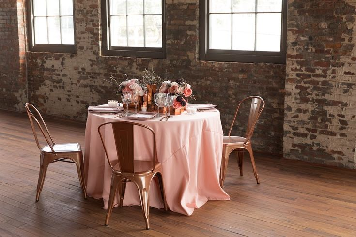 Get expert advice and pro tips on all you need to know about renting table linen for your wedding.