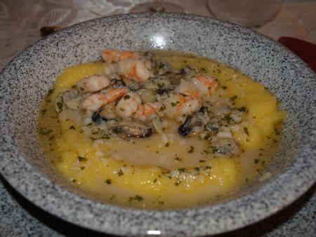Polenta al sugo bianco di pesce http://www.angiolettochecucina.it/ricette/primi-piatti/polenta-al-sugo-bianco-di-pesce.html