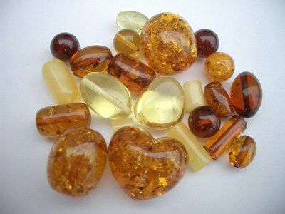 Amber is wonderful for your memory, intellect and making choices. It purifies your body, mind and spirit. It brings luck and protection and can even be burnt as incense to cleanse spaces. It is calming and balances yin/yang, helps abuse and negativity and also helps emotional blockages. Amber is great for the throat, heart, hormones, bladder, kidneys, acne, constipation, bacterial infections, post operative healing, schizophrenia and asthma.