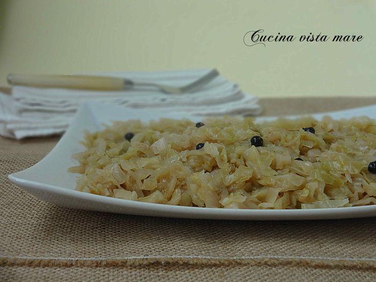 I crauti sono un tipico e delizioso contorno che ben accompagna secondi piatti di maiale: wurstel, salsicce, zampone, cotechino e carni bollite o lesse.