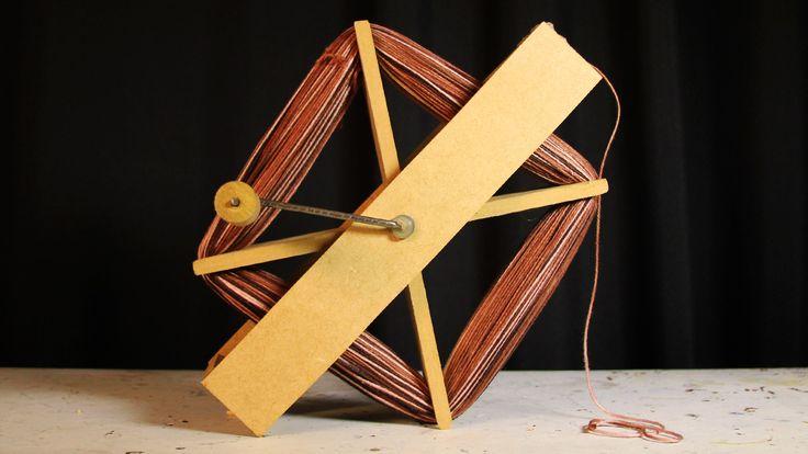 Pra fazer a sua carretilha com manivela, você vai precisar de: 7 pedacinhos de madeira (2 de 30cm x 5 cm, 2
