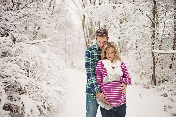 Winter maternity pictures. So beautiful :)