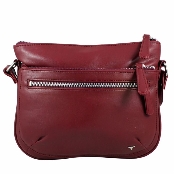 Simple and sober, this maroon colored bag from Bulchee is highly durable and easy to carry all day long.  Shop @Acebazaar.in : http://acebazaar.in/shop/page/2/?s=bulchee+bag&post_type=product&filter_brand=bulchee