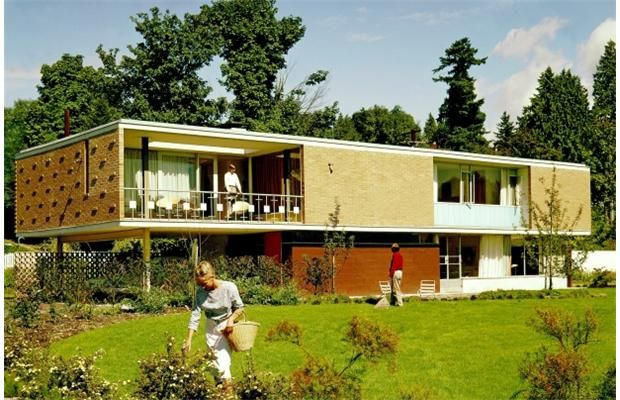 Gardner House, Vancouver, 1960, Kenneth H. Gardner Architect, 1956-1958. Image by photographer Selwyn Pullan, the subject of the 2008 exhibit Selwyn Pullan: Positioning the New at the West Vancouver Museum.