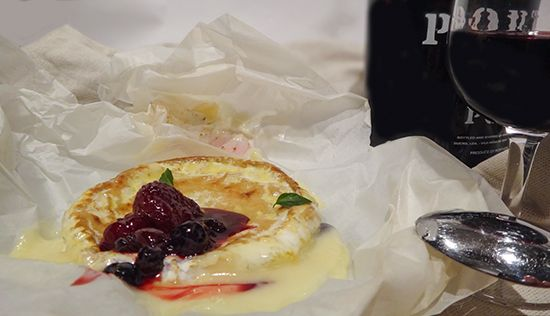 Камамбер (Camembert). История сыра. Запекаем камамбер. Ягодный соус. Карамелизованные груши