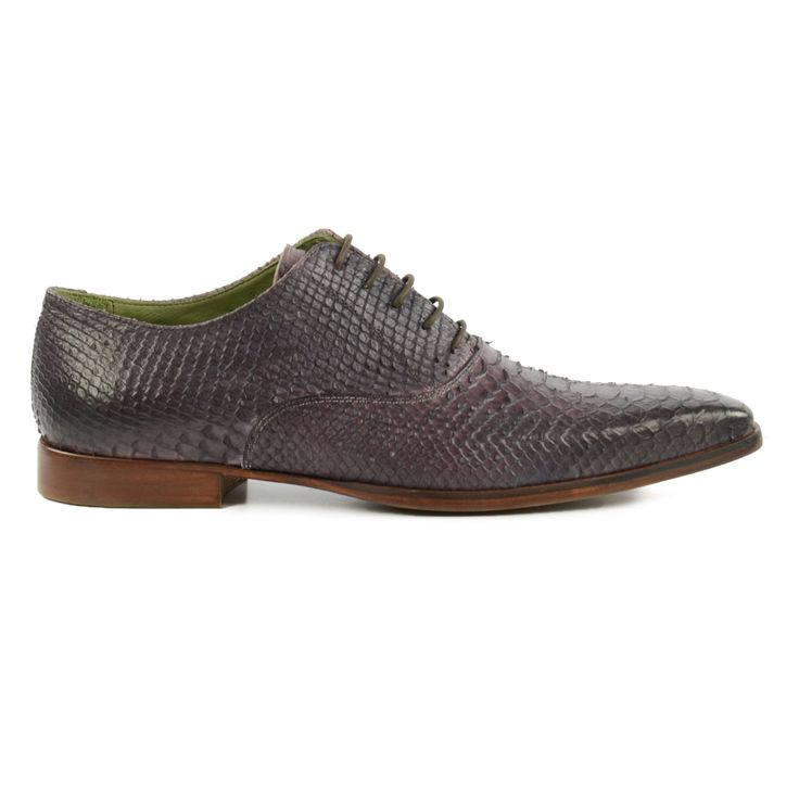 De croco trend is terug! Deze herenschoenen hebben een fijne croco print! Croco is on trend! These shoes for men have a nice croco print!