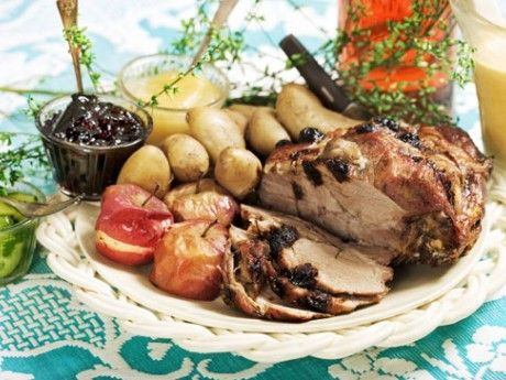 Plommonspäckad fläskkarré  (pork loin stuffed with plums; a honest and old-fashioned swedish meal, the leftovers are even better the next day)