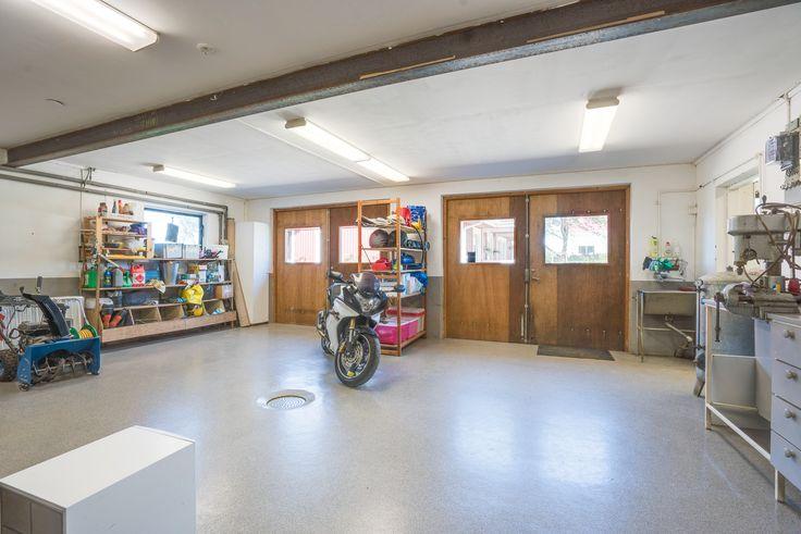 Stort och fint garage, kan nyttjas till verksamhet!
