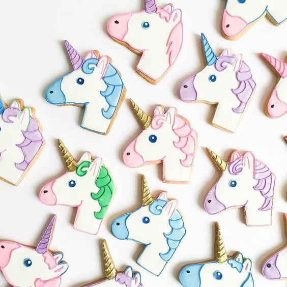 Hey Geekissers! A gente já postou aqui no blog receitas de Rainbow Cake, receita de Rainbow Cookie, e até Sushi e Grilled Cheese de arco-íris. Então dessa vez resolvi pegar a minha pasta toda de co…