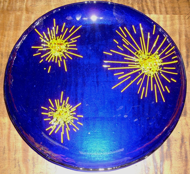 Brilliant Blue Fused Glass Plate with Stylized Sunflowers by Glass Artist Tom Zachman. #rochesterartisans