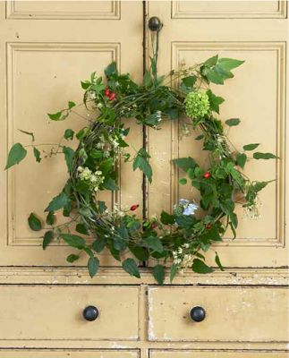 Willow Rose. DIY Christmas Wreath Willow Crossley The Art of Handmade Living CICO Books