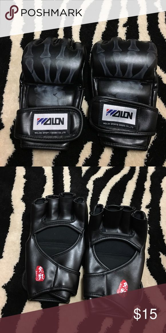 Wolon Womens boxing gloves 💕sale💕Tried kick boxing and opted for another sport. These were used once. Black boxing gloves, excellent condition! One size. Padding at knuckles. Not leather. Secures on with Velcro. Bundle and save🌟 Accessories