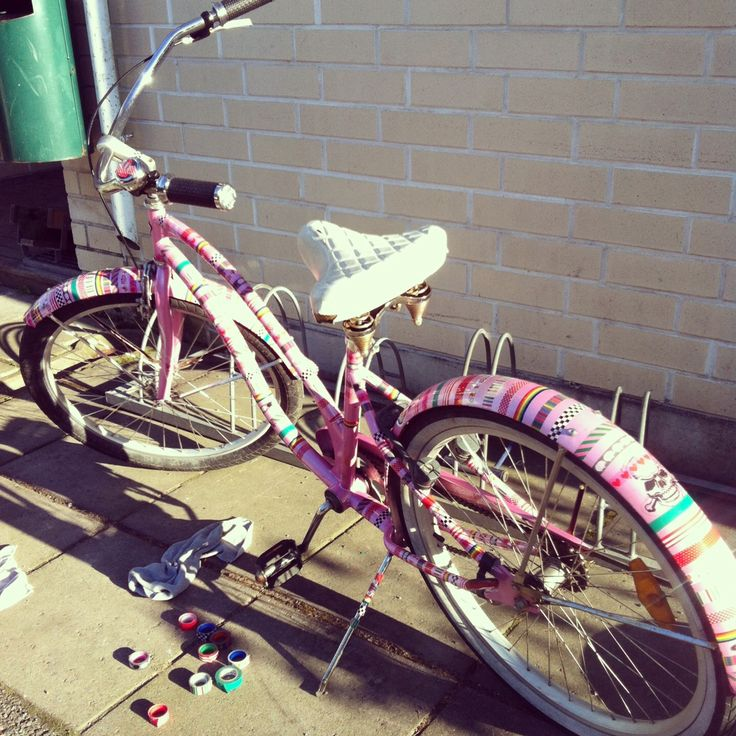 All you need is your 10 years old #electrabike, some cheap tapes and voilá! A super-cute cruiser you have there :) (also a saddle-cover is actually needed, mine wasn't on place atm) Just Pimp Your Rides!
