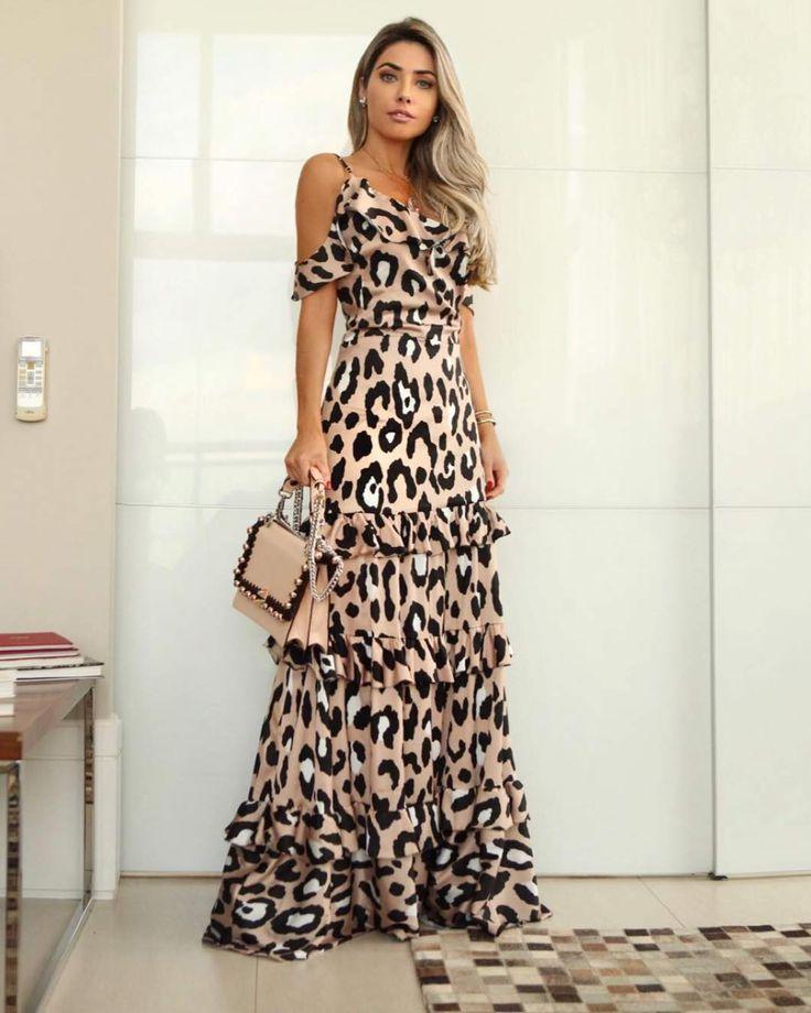 A imagem pode conter: 1 pessoa, em pé | Vestidos de verão in 2019 | Dresses, Fashion dresses, Designer dresses
