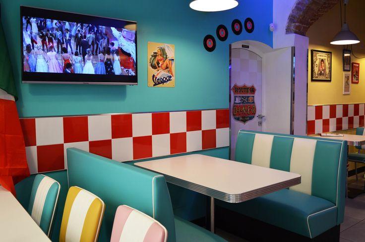 #arredo annni 50 #lusima #arredamento americano anni 50 #arredo vintage #www.americanstylelusima.it #divanetto vintage #booth #tavolo anni 50 #sedia anni 50 #chair