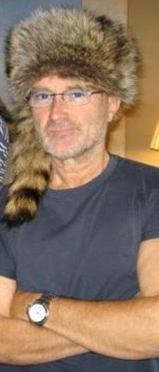 Rockstar Phil Collins is convinced that he is the reincarnation of a survivor from the Battle of the Alamo.