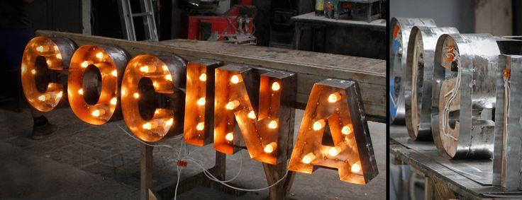 Na zmówienie wykonujemy podświetlane szyldy jak na powyższej fotografii, http://manufacture-mrn.pl/