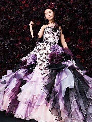 Love the #DarkPurple and white wedding dress! U?